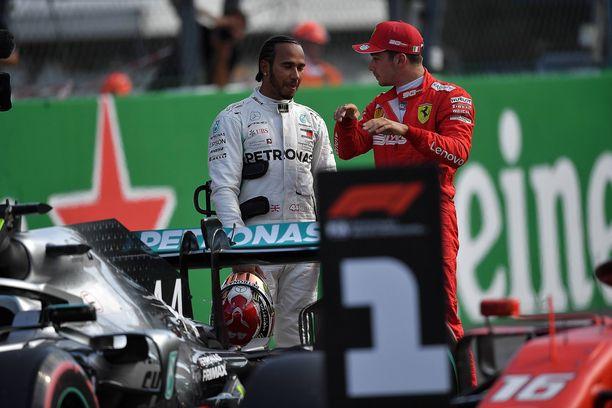 Monzan aika-ajofarssi jätti paljon spekuloitavaa myös Charles Leclercille (oik.) ja Lewis Hamiltonille.
