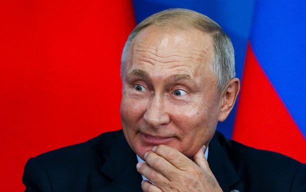Ensi vuoden kalenteri on taattua Putin-tyyliä.