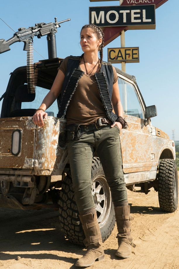 Mercedes Mason esittää Ofelia Salazaria.