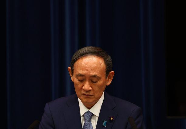 Yoshihide Suga ei välttämättä saa jatkaa pääministerinä.