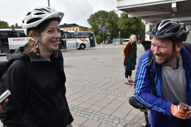 Li Andersson on syntynyt vuonna 1987. Hänen eläkeikänsä on 67 vuotta ja kolme kuukautta. Paavo Arhinmäki on syntynyt vuonna 1976. Hänen eläkeikänsä on 66 vuotta ja kolme kuukautta. Terveelliset elämäntavat ovat avainasemassa sen turvaamisessa, että ihmiset jaksavat työelämässä aiempaa pidempään.