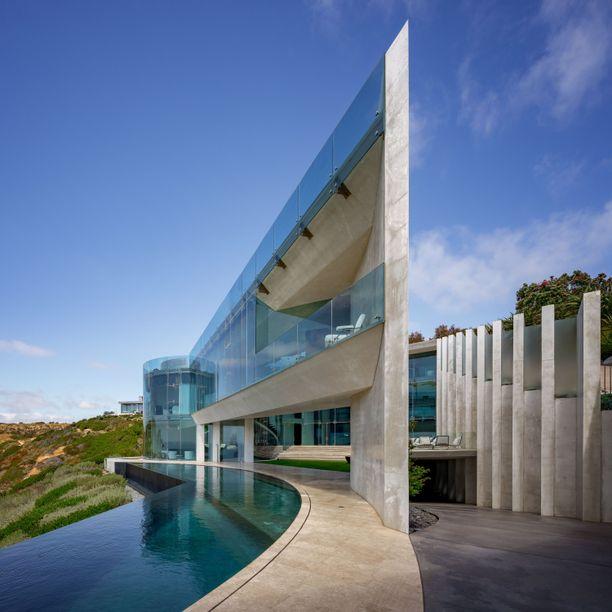 Rakennus näyttää taideteokselta.