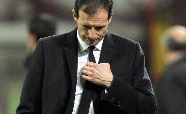 Rossoneri-luotsi Massimiliano Allegrin tilanne on tukala.