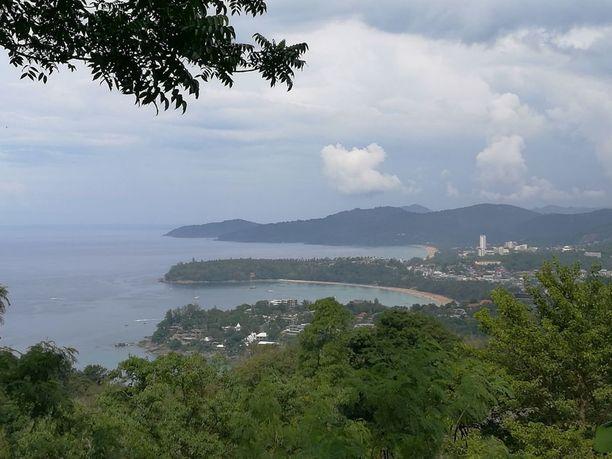 Phuketin merinäkymät vaihtuivat kahden viikon jälkeen takaisin Suomi-maisemiin, kun perhe joutui keskeyttämään lomansa.