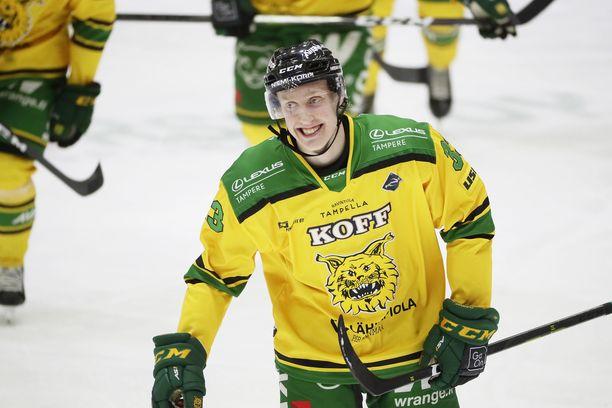 Lassi Thomson on Suomen johtavia pakkeja alle 20-vuotiaiden MM-kisoissa.