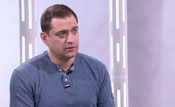 A-klinikkasäätiön johtava ylilääkäri Kaarlo Simojoki kertoo IL-TV:n Sensuroimaton Päivärinta -ohjelmassa, että metamfetamiinin käyttäjä voi tarvita jopa kaksi viikkoa vieroitushoitoa.