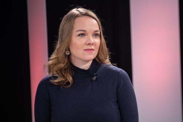 Katri Kulmuni joutui luopumaan keskustan puheenjohtajuudesta syyskuussa 2020, kun Annika Saarikko nousi puheenjohtajaksi.