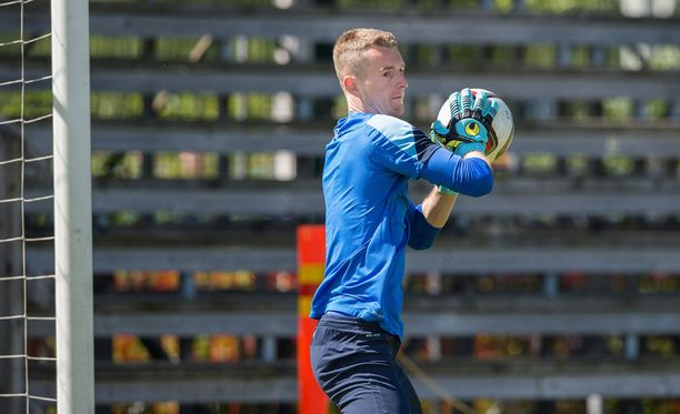 Lukas Hradecky piti Viro-ottelua häpeällisenä.