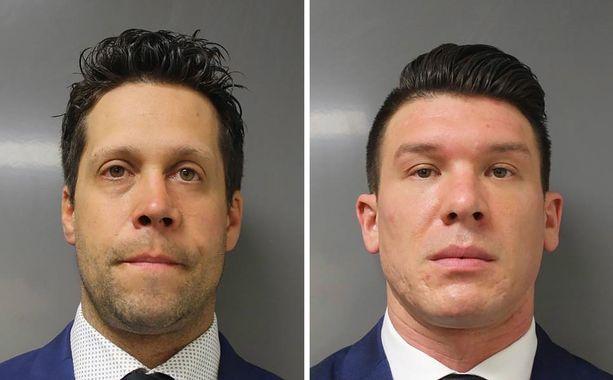 Poliisit Aaron Torgalski (vas.) ja Robert McCabe (oik.) saivat syytteet työnnettyään iäkkään mielenosoittajan maahan 4. kesäkuuta.