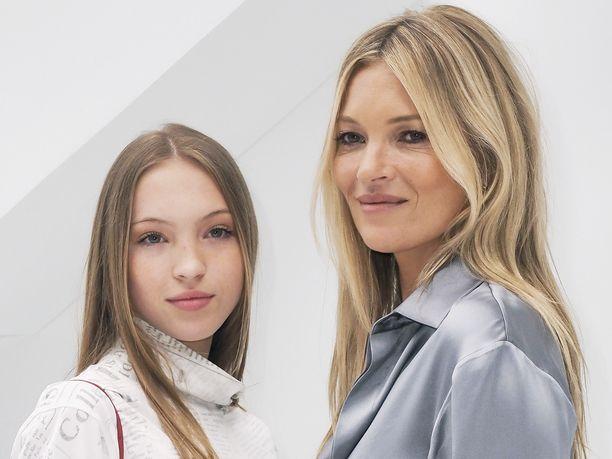 Lila Moss, 17, ja huippumalli Kate Moss ovat kuin kaksi marjaa.
