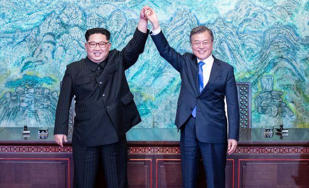 Koreoiden johtajat ilmoittivat solmivansa rauhan maiden välille. Tapaamista voi pitää läpimurtona.