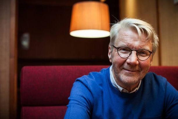 Näyttelijä-laulaja Pirkka-Pekka Petelius on ollut Linnan juhlissa Tarja Halosen kutsumana.