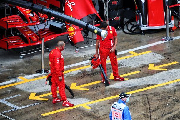 Ferrarin molemmat autot keskeyttivät jo kisan alussa Steiermarkin GP:ssä.