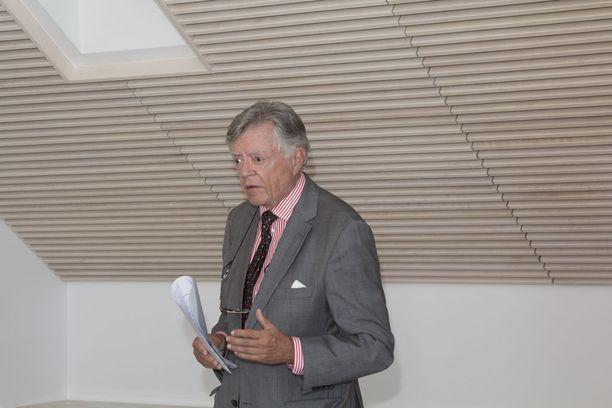 Ex-suurlähettiläs Jukka Valtasaari muistuttaa, että Yhdysvaltojen hallinto on joutunut käymään Niinistön vierailun vuoksi läpi Suomen asiat juurta jaksain, mitä hän pitää hyödyllisenä Suomen kannalta.