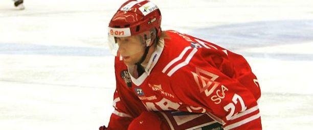 Timo Pärssinen viime kaudella Timrån paidassa.