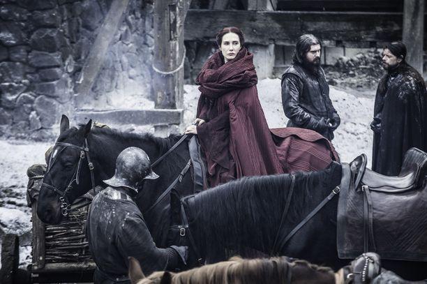 Melisandre (Carice van Houten) toimi rajoja rikkoen saavuttaakseen toivomansa lopputuloksen.