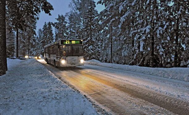 Ulosajo tapahtui Niipperintiellä, jossa on suurimmaksi osaksi 40 km/h:n nopeusrajoitus. Arkistokuva Niipperintieltä.