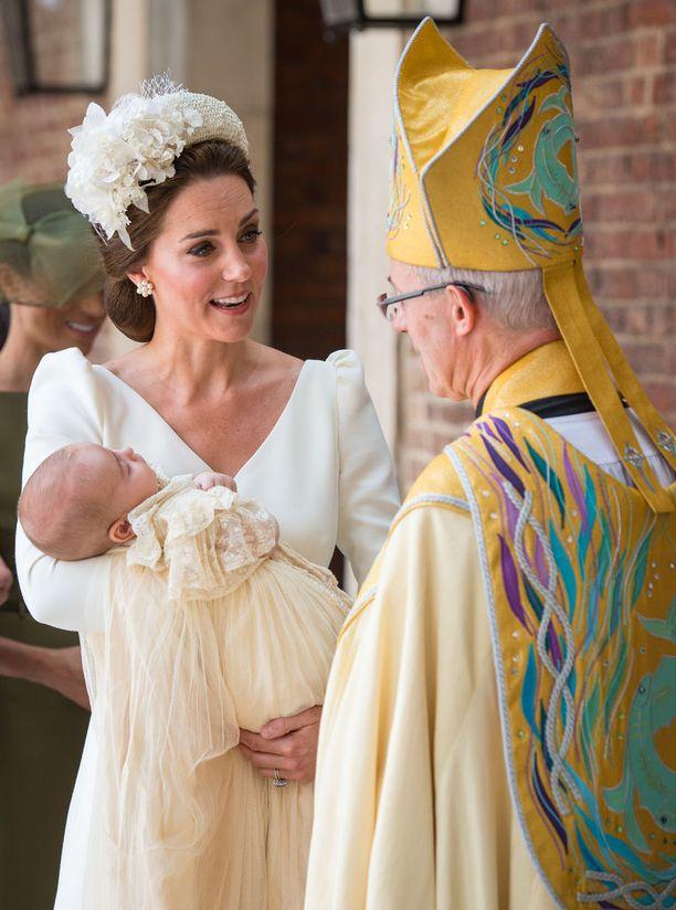 Prinssi Louis kastettiin Pyhän Jamesin palatsin kuninkaallisessa kappelissa. 9. heinäkuuta.