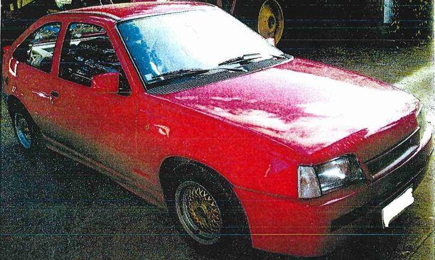 Poliisi on kaivannut havaintoja tällaisesta Opel Kadetista.