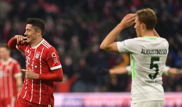Robert Lewandowski teki toisella puoliajalla kaksi maalia ja vankisti asemaansa Bundesliigan maalipörssin kärjessä. Puolalaiskärki on viimeistellyt tällä kaudella 17 liigamaalia.