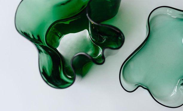 Alvar Aalto, maljakko ja vati, jotka myytiin hinnoilla 49 247 euroa ja 36 753 euroa.