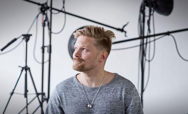 Mika Ikonen toivoo luovansa soolourallaan vielä uusia klassikoita. Käsityöläiset-yhtye jää tauolle siksi aikaa, kun Ikonen keskittyy soolouraansa.