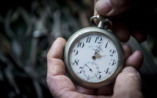 Euroopan komissio suosittelee jäsenmaita luopumaan kellojen siirrosta