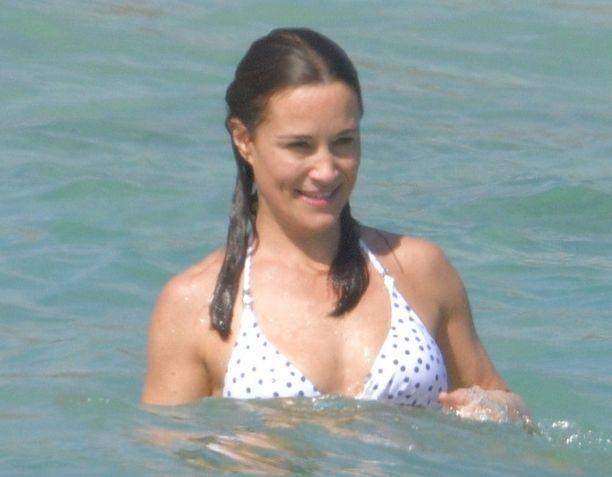 Pippa Middleton on viihtynyt Karibianmeren aalloissa.