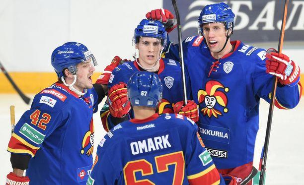 Steve Moses teki maalin KHL-paluussaan. Linus Omark otti samassa ajassa käytösrangaistuksen.