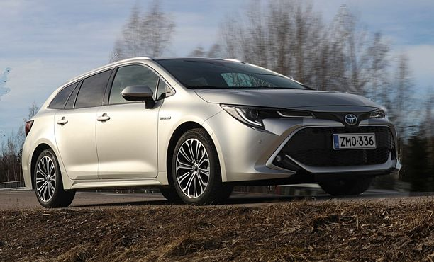 Uusi Corolla näyttää hyvältää ja ennen kaikkea - se on hyvä ajaa.