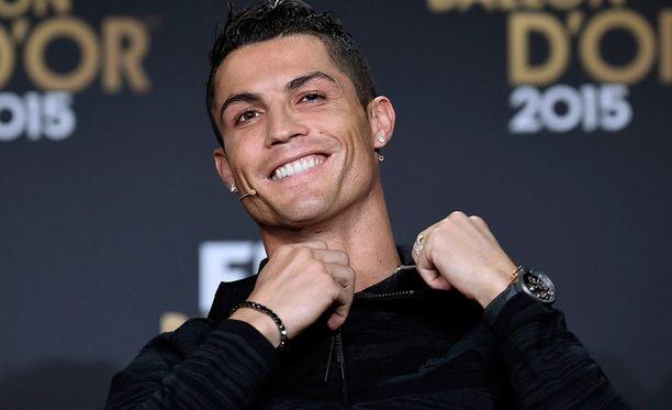 Talouslehti Forbesin mukaan Cristiano Ronaldo oli viime vuonna maailman kolmanneksi parhaiten palkattu urheilija.