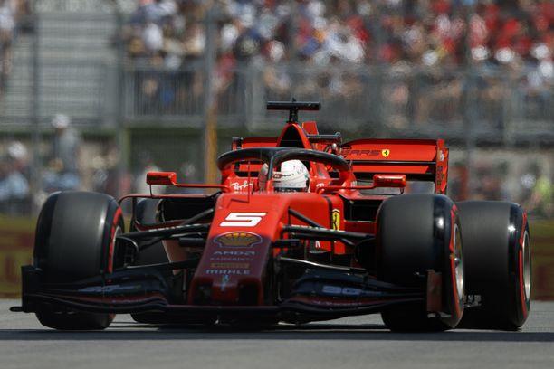 Sebastian Vettel joutuu nieleskelemää