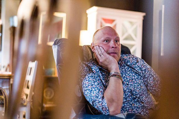 Kalle Palander on ehtinyt asua monessa paikassa, myös ulkomailla.