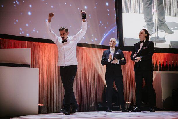 Timo Lepistön voittajatuuletus. Ravintolan keittiöpäällikkö -sarjan finaalissa olivat myös Tomas Svartsjö ja Serko Rantanen.