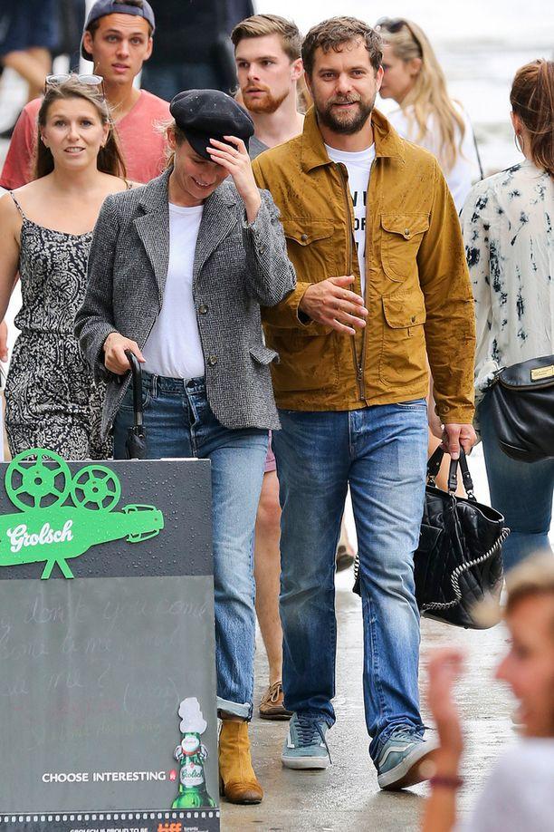 Dianen kengät toistivat Joshuan takin sävyä.