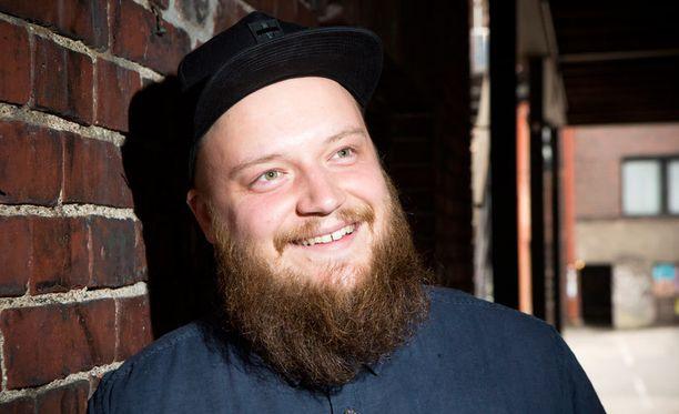 Laulajanuransa ohella Kasmir tekee kappaleita myös muille artisteille.