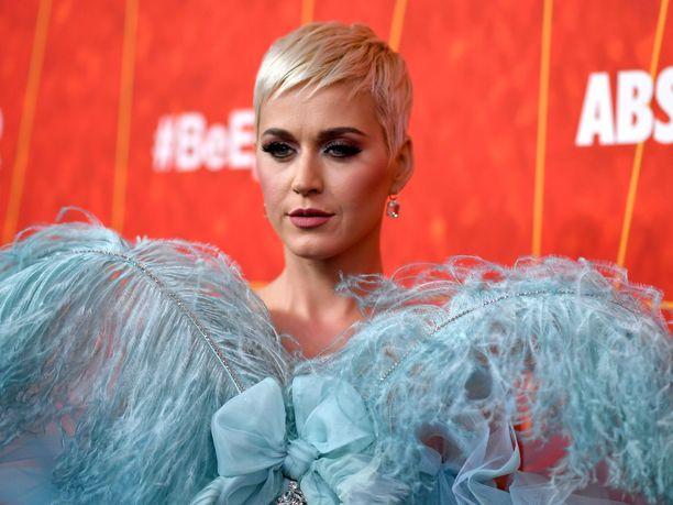 Muun muassa Roar-hitistään tunnettu poplaulaja Katy Perry on nimetty vuoden 2018 parhaiten ansainneeksi naislaulajaksi.