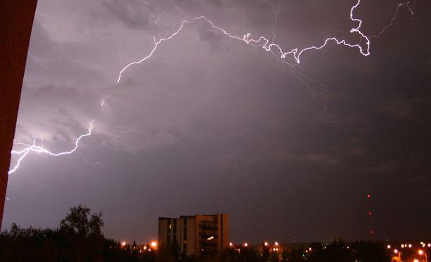 Lähetä meille kuva eilisestä ukkosmyrskystä.