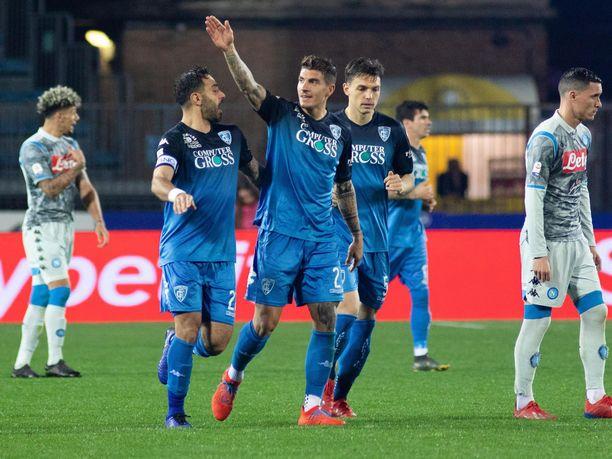 Giovanni Di Lorenzo tuuletti ottelun voittomaalia.