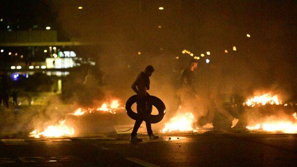 Rosengårdin kaupunginosassa Malmössä mielenosoitus eskaloitui mellakaksi.