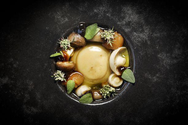 Ravintola Palacen ankanmaksaa Kauhavalta, sieniä ja sherry vinegaria.