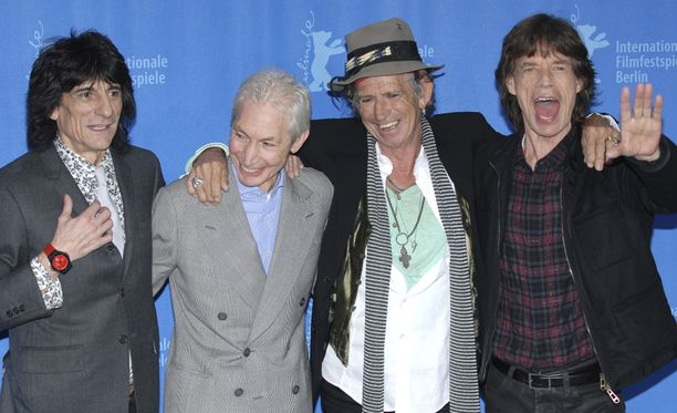 Legendaarinen rock-yhtye The Rolling Stones menetti rumpali Charlie Wattsin (toinen vasemmalla) tiistaina.