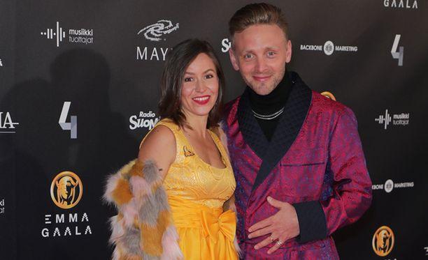 Maria juhli miehensä Reino Nordinin kanssa Emma-gaalassa. Reino sai ensimmäisen Emma-pystinsä.
