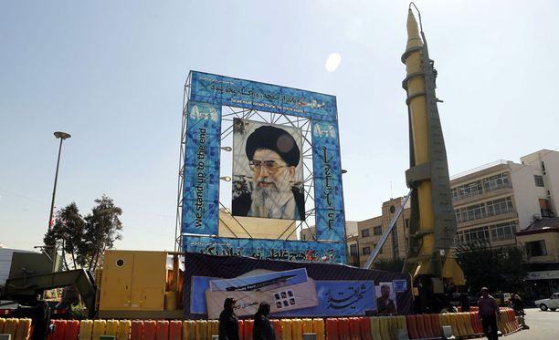 Iran esitteli pitkän matkan ohjustaan Teheranissa vuoden 2016 syyskuussa.