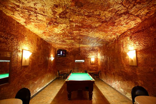 Kaivoskylästä löytyy myös pubeja ja harrastusmahdollisuuksia.