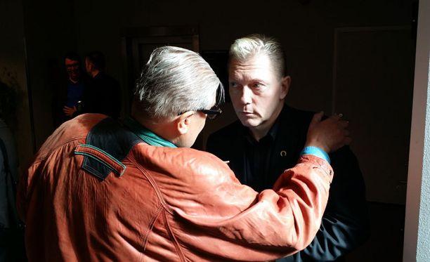 Carl Danhammer ja Vesa Keskinen tapasivat käräjäoikeudessa torstaina.