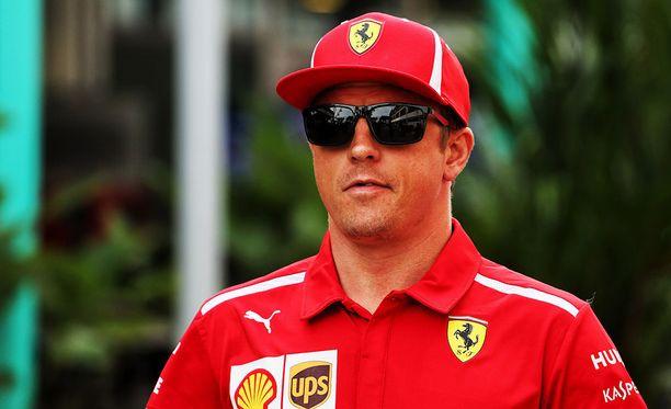 Kimi Räikkönen korosti Singaporessa nauttivansa yhä F1-kisoista.