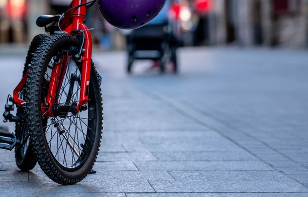 Koulu ei voi kieltää oppilasta pyöräilemästä opinahjoon. Kuvituskuva.