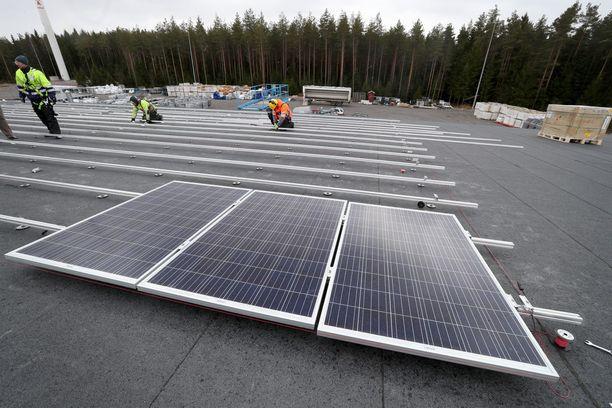 Suomalaisten mielestä erityisesti aurinkosähkön osuuttaa energiantuotannossa pitäisi lisätä.