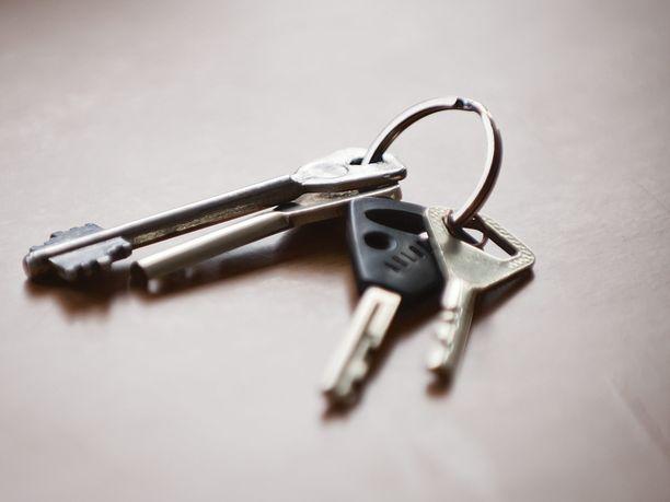 Lukko ei toimi, avain jäi kotiin tai ovessa ei ole edes kahvaa sisäpuolella. Suomalaiset kertovat, millaista oli jäädä jumiin.